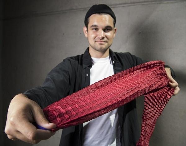 英男子研发新型服装材料 一件衣服可拥有6种尺寸