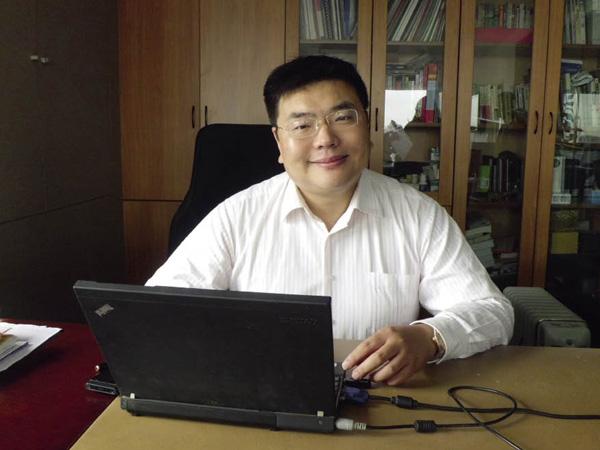 北京派克兰帝儿童服装服饰有限公司总裁罗杰凡高清图片