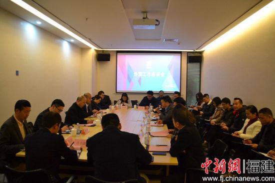 1月11日,石狮纺织服装产业联盟组织外贸企业召开外贸工作推进会,聆听企业需求。